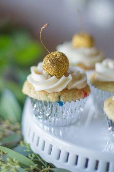 Glittery Bridal Champagne Brunch - http://fabyoubliss.com/2014/10/24/glittery-bridal-champagne-brunch