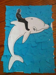Maak een foto van de kinderen dat ze op een bok zitten, printen en knippen. En plak die op de dolfijn. De dolfijn kan je ook eerst laten schilderen of met wasco inkleuren. Leuke achtergrond laten maken en klaar.