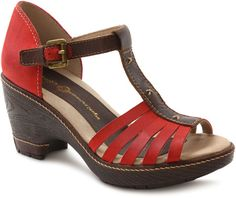 Velvet is part of our Dutch-inspired designs collection. This open-toe T-strap features a 3