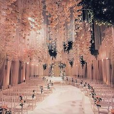 The most gorgeous aisle to walk down��  http://gelinshop.com/ipost/1522333627948518367/?code=BUgal5zgMvf