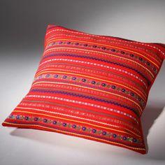 Ságat - Seija Ranttila http://www.sagat.fi/shop/ Pirita tyyny 40cm x 40cm tyylikkäässä pakkauksessa, väri punainen