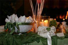 Coni porta petali e confetti in un allestimento #verde