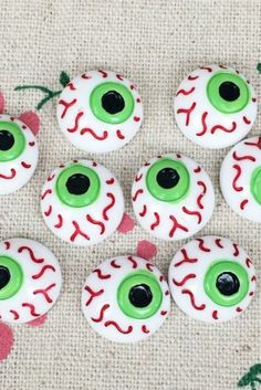 Halloween Eyeballs, Halloween Desserts, Halloween Cookies, Halloween Makeup, Halloween Decorations, Making Slime Without Glue, How To Make Slime, Cupcakes Fall, Making Fluffy Slime