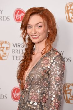 Eleanor Tomlinson Photos Photos - Eleanor Tomlinson poses in the Winner's room at the Virgin TV BAFTA Television Awards at The Royal Festival Hall on May 2017 in London, England. Hair Color Auburn, Auburn Hair, Beautiful Red Hair, Beautiful Redhead, U Cut Hairstyle, Red Hair Looks, Eleanor Tomlinson, Short Red Hair, Redheads Freckles
