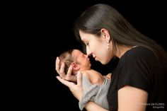 Newborn and parents, newborn e mãe, Sessão fotográfica de Recém-nascido (Newborn) Realizada no Estúdio fotográfico Stephânia de Flório, em Praia Grande/SP - Tags: Santos, são vicente, cubatão, guarujá, itanhaém, peruíbe, mongaguá, newborn, photography, book, bebê, inspiration, tips, baby, cute, adorable, inspiration, inspiração, ideas, ideias, dicas, baby boy, green, parents, pose, posing