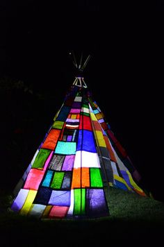 An amazing teepee design to prove the amazing things you can make and use from recycled plastics, beginning to wish the shops in Britain would bring back the plastic bags now. How fuse plastic bags Plastic Bag Crafts, Recycled Plastic Bags, Plastic Grocery Bags, Recycled Bottles, Recycled Crafts, Recycled Materials, Fused Plastic, Plastic Art, Trash Art