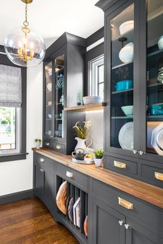 We didn't waste any foot space here at TOH 2018 Idea House. smart design ch … – We didn't waste any foot space here in the TOH 2018 Idea House. Thanks to intelligent design Home Decor Kitchen, Home Kitchens, Kitchen Dining, Kitchen Ideas, Dining Room Cabinets, Navy Kitchen Cabinets, Dining Cabinet, Cabinet Shelving, Shelving Units