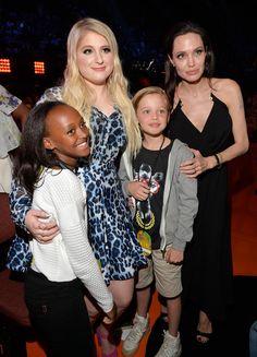 Angelina Jolie With Shiloh and Zarah at Kids' Choice Awards | POPSUGAR Celebrity