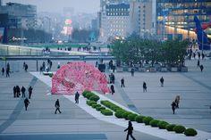 Incredible Plastic Installations Reflect on Environmental Impact - My Modern Metropolis