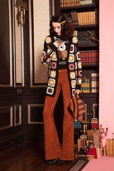 Alice + Olivia Pre-Fall 2016 Fashion Show 70s Outfits, Hippie Outfits, Vintage Outfits, Cute Outfits, Fashion Outfits, Style Année 70, 1970 Style, Mode Style, 70s Inspired Fashion