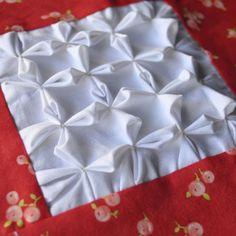 Bloque 23: Flor de loto smocking - sampler quilt textura | cosido porción TeresaDownUnder