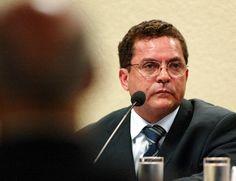 Moro diz que 'é possível' que petrolão esteja relacionado com assassinato de Celso Daniel Em despacho, juiz afirma que empresário Ronan Maria Pinto contribuiu para a obstrução da Justiça DANIEL HAIDAR 01/04/2016 - 12h09