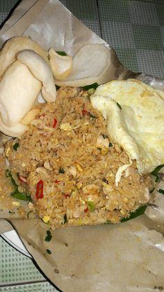 Mie Goreng, Nasi Goreng, Halal Recipes, Spicy Recipes, Food N, Food And Drink, Snap Food, Food Snapchat, Food Goals