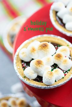 These little s'mores pies are the perfect holiday treat with just 5 ingredients! Who doesn't want an entire mini pie to themselves? Homemade Desserts, Best Dessert Recipes, Pie Recipes, Fun Desserts, Baking Recipes, Christmas Desserts, Family Christmas, Christmas Cookies, Christmas Ideas