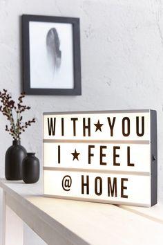 Met een lightbox blijf je eindeloos variëren! Hij bevat letters, tekens en symbolen waarmee je zelf leukste teksten samenstelt ♡☆ Je bestelt de lightbox voor maar 13,-! :-) #kwantum #lightbox #woonkamer #quote #wonen #interieur