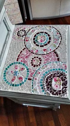 ripiano comodino in mosaico di vetro e ceramica