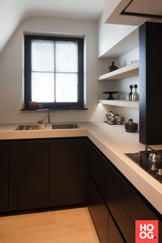 moderne keuken met natuursteen werkblad