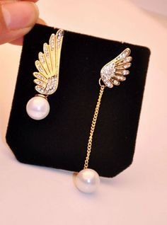 Asymmetrical earrings for unconventional beauties. #elegance #earrings #festivefeel