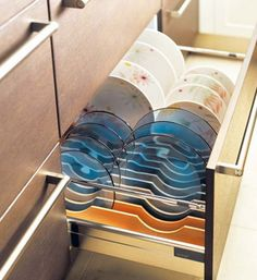 Another good plate storage idea