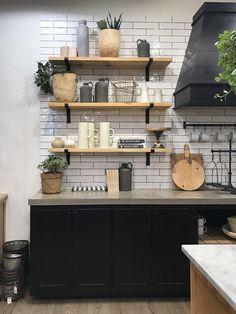 magnolia homes joanna gaines My Trip to Waco, Texas Kitchen Furniture, Kitchen Interior, New Kitchen, Kitchen Decor, Awesome Kitchen, Cheap Furniture, Rustic Kitchen, Furniture Ideas, Kitchen Ideas