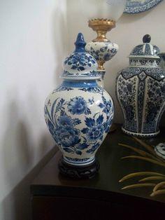 DELFT GINGER JAR *Free S&H Delfts Blauw Deksel Vaas 1964 by De Porceleyne Fles Floral Temple Vase Delft, Netherlands 1964 (Guam/U.S.A.)