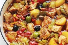 Chicken with peppers and melted potatoes in tomato sauce – Culinary Cooking Source Crockpot Recipes For Kids, Best Dinner Recipes, Cooking Recipes, Cooking Chef, Batch Cooking, Chicken Stuffed Peppers, Stuffed Sweet Peppers, Sauce Tomate, Carne