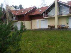 AV villa Neringa Set in Nida, this villa is 46 km from Klaipeda and 750 metres from a sandy beach. You can fire up the barbecue for a tasty meal and enjoy the garden in fair weather. Free WiFi is provided in certain areas. Free private parking is also available.
