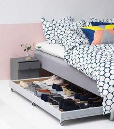 Such a great idea! DIY under bed shoe storage idea! Full how to build tutorial including woodworking plans and video tutorial. Great for organizing shoes in small spaces and bedrooms or closets! Under Bed Shoe Storage, Closet Shoe Storage, Bedroom Storage, Bedroom Decor, Shoe Racks, Shoe Storage Apartment, Underbed Storage Ideas, Shoe Storage In Bedroom, Shoe Storage Ideas For Small Spaces