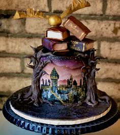I loved designing this cake as a small centrepiece for an incredible themed Christmas. Bolo Harry Potter, Gateau Harry Potter, Harry Potter Birthday Cake, Theme Harry Potter, Harry Potter Food, Harry Potter Wedding, Beautiful Cakes, Amazing Cakes, Small Centerpieces