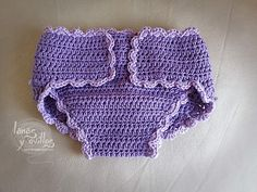 Diapers cover crochet free pattern with video tutorial Crochet Girls, Crochet For Kids, Free Crochet, Knit Crochet, Crochet Hats, Knitting Dolls Clothes, Crochet Baby Clothes, Newborn Crochet, Knitting Videos