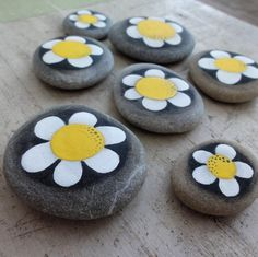 Discover recipes, home ideas, style inspiration and other ideas to try. Pebble Painting, Pebble Art, Stone Painting, Rock Painting, Stone Crafts, Rock Crafts, Rock Flowers, Rock Of Ages, Hand Painted Rocks