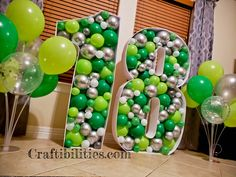 GIANT mosaic numbers / letters filled with balloons – Party decoration idea – DIY How to make tutorial – birthday - Metarnews Sites Qualatex Balloons, 5 Balloons, Large Balloons, Letter Balloons, Giant Number Balloons, Birthday Balloon Decorations, Diy Party Decorations, Birthday Balloons, Balloon Stands