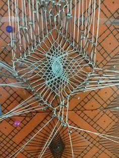 Arañas Doily Art, Romanian Lace, Bobbin Lacemaking, Bobbin Lace Patterns, Lace Heart, Point Lace, Lace Jewelry, Needle Lace, Irish Lace