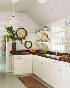 Beach room decor kitchens and coastal dining room Beach Cottage Style, Beach Cottage Decor, Coastal Cottage, Coastal Decor, Coastal Style, Modern Coastal, Coastal Living, Beach House Kitchens, Home Kitchens