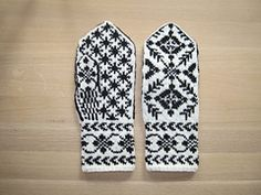 Ravelry: Rigmors Selbu mittens, pair pattern by Rigmor Duun Grande Free pattern Knitting Needle Sets, Knitting Charts, Baby Knitting Patterns, Free Knitting, Knitting Ideas, Knitted Mittens Pattern, Knit Mittens, Knitted Gloves, Knit Socks