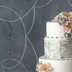 These amazing wedding cakes are not only unique, but speak elegance & old world romance! {Image:Caketress Blog}