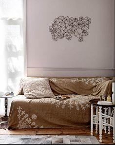 decor   Love the sofa cover