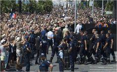 Abuchean ministro francés en homenaje a víctimas mortales del ataque en Francia