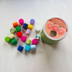 いいね!42件、コメント8件 ― きっさんふらわーさん(@kthunflower)のInstagramアカウント: 「姪っこのハーフバースデープレゼントに、ミルクの空き缶とペットボトルのフタを使っておもちゃ作りました♥ 娘と息子にも小さいときに作って、二人とも夢中になって遊んでたから、きっと気に入ってくれるはず…」