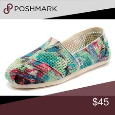 Toms Crochet Classics Womens Green Purple shoes Toms Crochet Classics Womens Green Purple Printed Shoes. Size 9 Toms Shoes Flats & Loafers