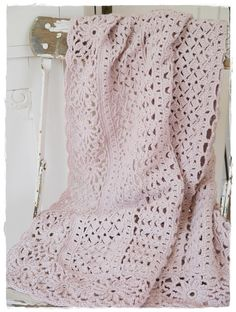versponneneshttps://www.pinterest.com/stripeymooka/crochet-love/