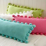 diy pom pillow {for claudia}