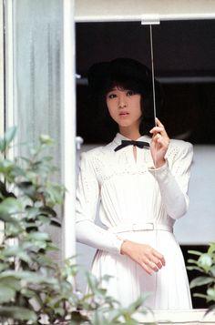 70s Aesthetic, Aesthetic Japan, Japanese Icon, Beautiful Japanese Girl, Japan Girl, Japanese Street Fashion, Vintage Girls, 80s Fashion, Fashion Hair