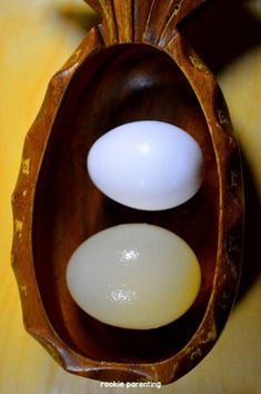 Using vinegar, you can make a raw egg grow bigger, hold it in your bare hand and bounce it up and down. It's amazing! Preschool Science, Elementary Science, Teaching Science, Science For Kids, Science Activities, Teaching Ideas, Science Ideas, Science Labs, Steam Activities