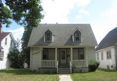 New Foreclosure Listing in Milwaukee, WI - 2bd Cape Cod with garage!