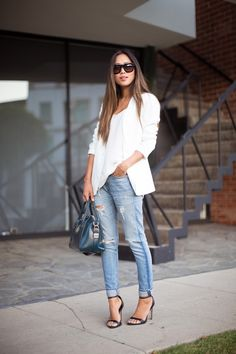 Aimee From Song Of Style In Worn Jeans And White Top with white blazer Mode Outfits, Casual Outfits, Fashion Outfits, Fashion Trends, Fashion Story, Fashion Bloggers, Casual Wear, Song Of Style, My Style