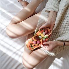 JAK WSPOMÓC NAWILŻENIE SKÓRY ZIMĄ ZA POMOCĄ DIETY?22/01/2020Jeśli zależy Ci na dobrym stanie skóry w czasie zimy (i nie tylko), sama pielęgnacja nie wystarczy. Musisz zadbać o skórę także od środka, odpowiednio ją nawilżając i odżywiając.Niektóre składniki w Twojej diecie mogą zdziałać cuda! Clear Skin Face, Clear Skin Tips, Face Skin, Acne Face, Yoga Suave, Orange Sanguine, Nutrition Sportive, Natural Health Remedies, Pranayama