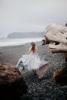 Beach Wedding Photos From the cover of Issue 15 of Magnolia Rouge Magazine this stunning moody bridal shoot by Cassie Rosch Beach Portraits, Bridal Portraits, Family Portraits, Beach Bridal Hair, Debut Photoshoot, Photo Bretagne, Fantasy Magic, Book 15 Anos, Templer