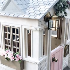 Kids Playhouse Makeover – The Well Traveled Mom – Kids Playhouse Makeover … - Kids playhouse Painted Playhouse, Plastic Playhouse, Backyard Playhouse, Backyard Playground, Backyard For Kids, Diy For Kids, Outside Playhouse, Backyard Fort, Playhouse Ideas