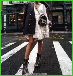 Lv Backpack Streetstyle Bikerstiefel - Sommer Mode Ideen The Effective Pictures We Offer You About Womens Street Style new york A quality picture can tell Street Style Damen, Looks Street Style, Looks Style, Looks Cool, My Style, Couple Style, Nyfw Street Style, Street Wear, Fashion Mode